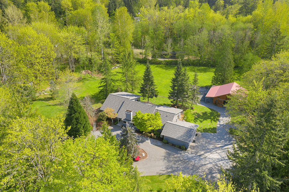 Beautifully sited equestrian property just five miles from downtown Redmond